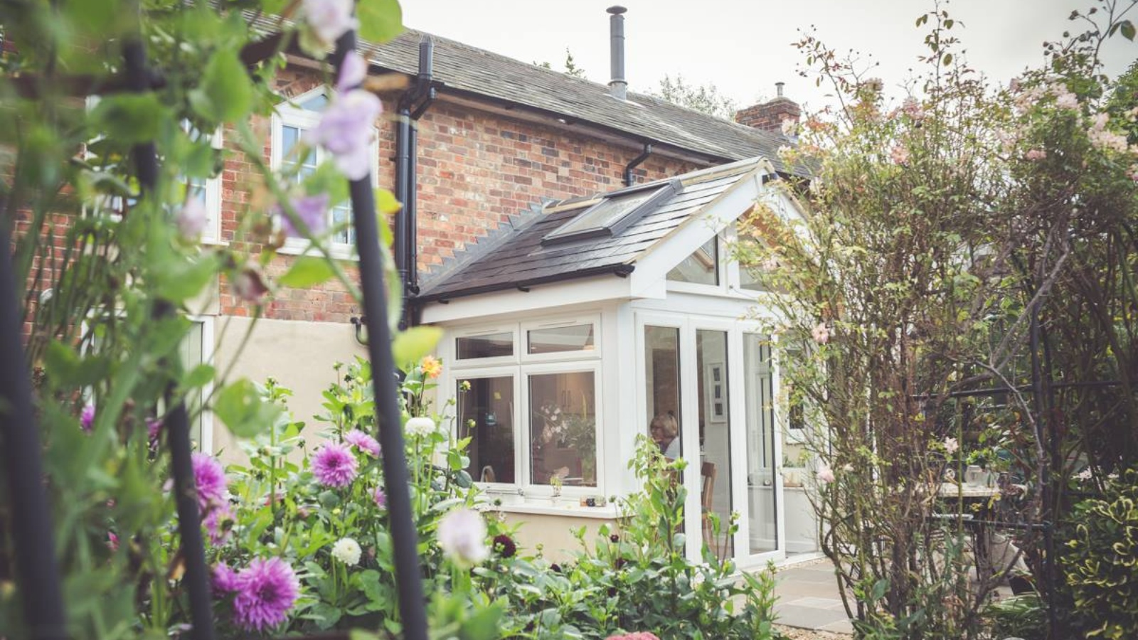 A beautiful cottage benefitting from a garden room and refurbishment by LAPD Architects