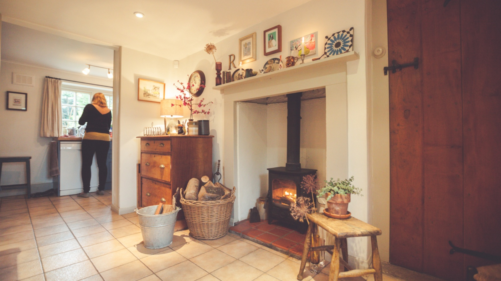 This Charnwood Country 4 proves a helpful companion in this country kitchen.