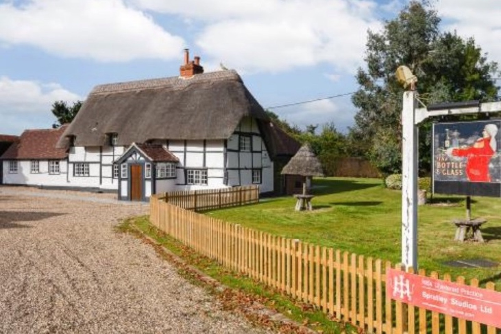 17th Century Grade 2 Listed Public House