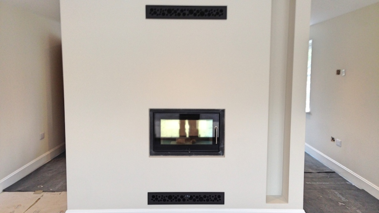 The final decoration works are complete and with the convection grilles installed the stove is ready for commissioning.