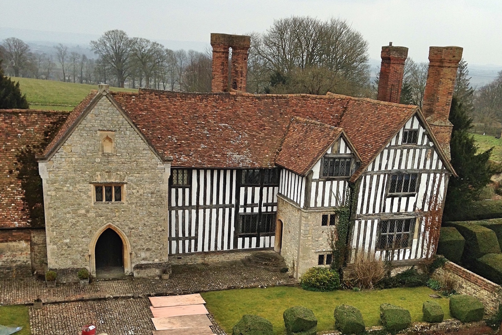 Long Crendon Manor began as a dwelling for the abbots of Notley in about 1187. Now a filming location and B&B our stoves feature in some of the bedrooms